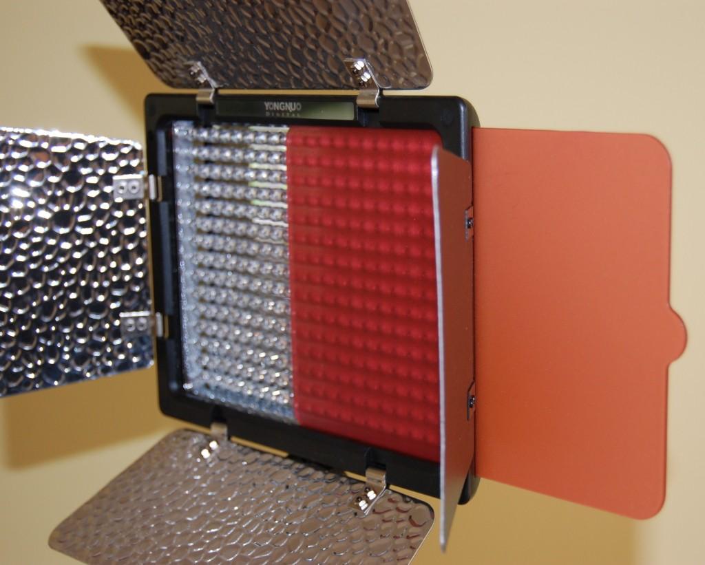Yongnuo YN300 - red filter