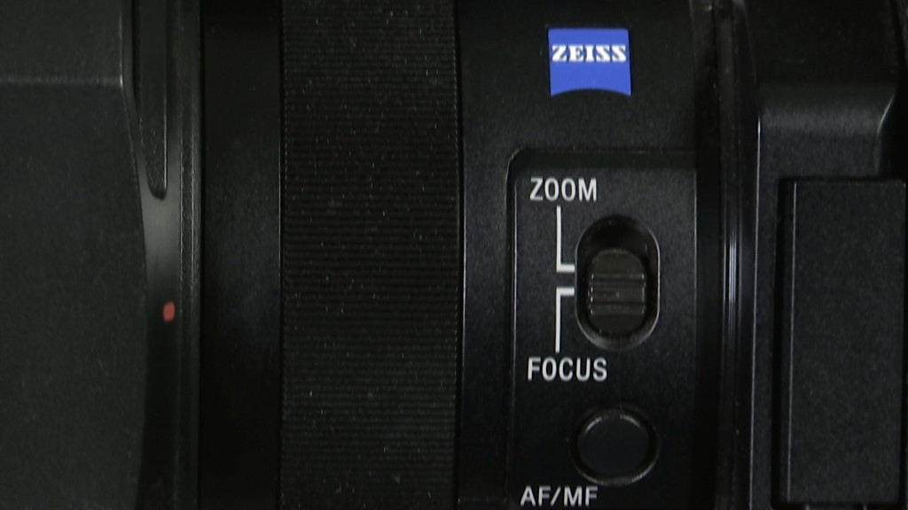 Sony PXW-X70 lens ring and controls